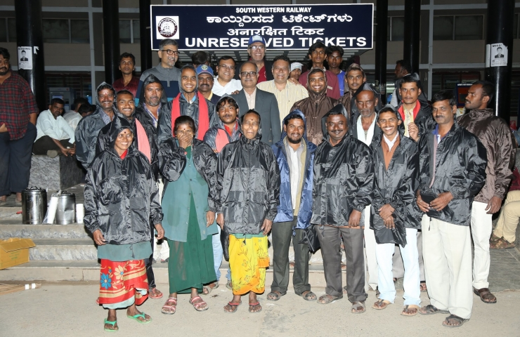 1st Rotary Project In India at 12:01 AM – Distribution of Raincoats at Bangalore Railway Station (4