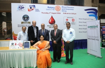 Blood Donation – Guinness Book Of World Record (5 Photos)